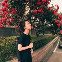头像/带玫瑰花的女生头像,嘴叼玫瑰的女生头像/七七空间/www.qqkj.cn