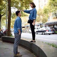 非主流一左一右情侣亲吻QQ头像图片