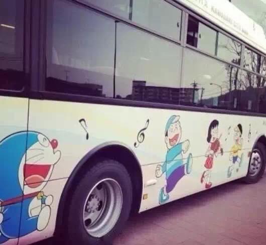 单图,创意,可爱,另类图片:多啦a梦 主题公交车.