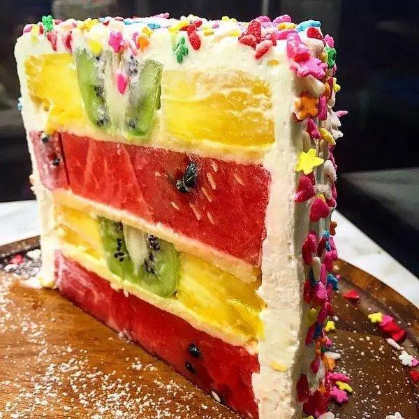 美食,另类图片:份量100%的水果千层蛋糕-可爱图片