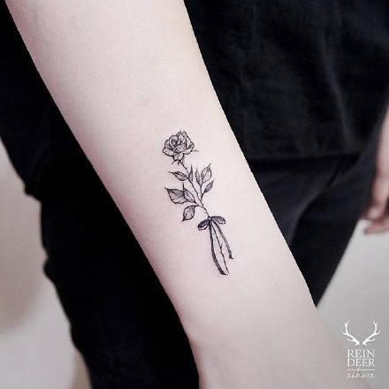 性感,另类图片:花朵系女生纹身.