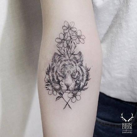女生花朵纹身大图分享展示