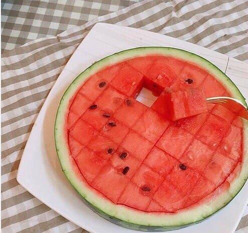 美食,可爱,另类图片:大宝:听说今年流行这样吃西瓜